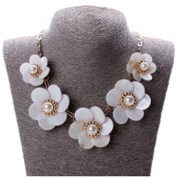 Necklace with Flowers of Shell and Pearls