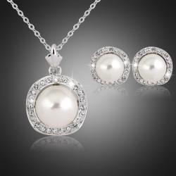 Conjunto de collar y pendientes plateados con perla
