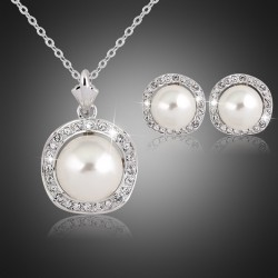 Jewelry Set Necklace and Earrings with Pearls