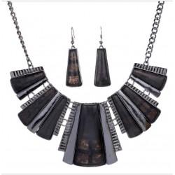 Conjunto collar con pendientes de piedras negras