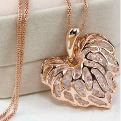 Heart pendant necklace with Crystals
