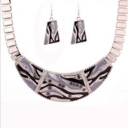 Conjunto collar y pendientes Artemisa estilo Geométrico