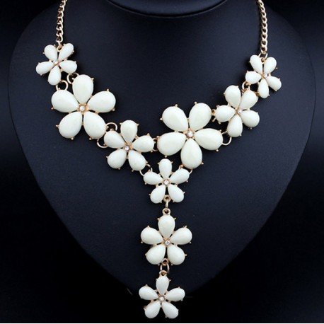 Resin white flower necklace resin flower blooms statement necklace mightylinksfo