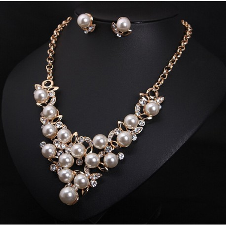 Jewelry set necklace and earrings with pearls Desiree