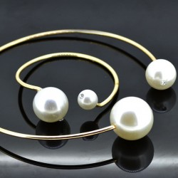 Set of Necklace and Bracelet with two Pearls