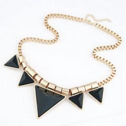 Collar con triangulos