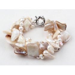 Pulsera con perlas y conchas