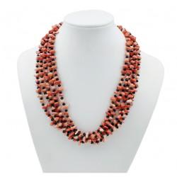 Collar de coral rosa y cristales negros