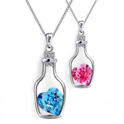 Collar de diseño con colgante botella y corazón de cristal