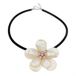 Collar con flor de Perlas y Conchas de Agua Dulce