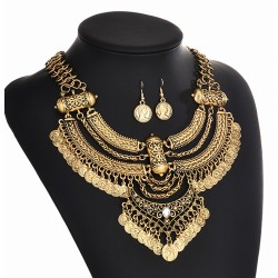Conjunto estilo vintage con collar y pendientes Panthea