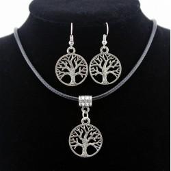 Conjunto de collar y pendientes con símbolos de la suerte en plata tibetana