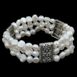 Pulsera de cuentas triple de perlas naturales de agua dulce con motivos de plata Tibetana