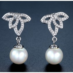 Leave Shape Drop Earrings with Seascell pearl