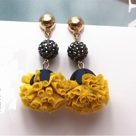 bajo precio a71e0 aceb2 Pendientes inspirados en flores con colgante de tela con tonos mostaza