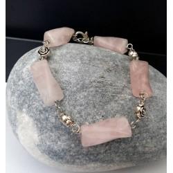 Pulsera de Cuarzo Rosa natural unidos por rosas de Plata Tibetana