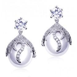 Pendientes elegantes con perla blanca grande y microcristales