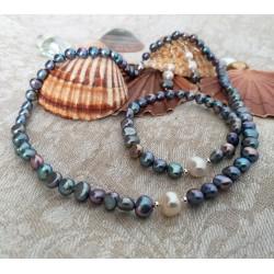 Conjunto collar y pulsera con perlas grises y una blanca