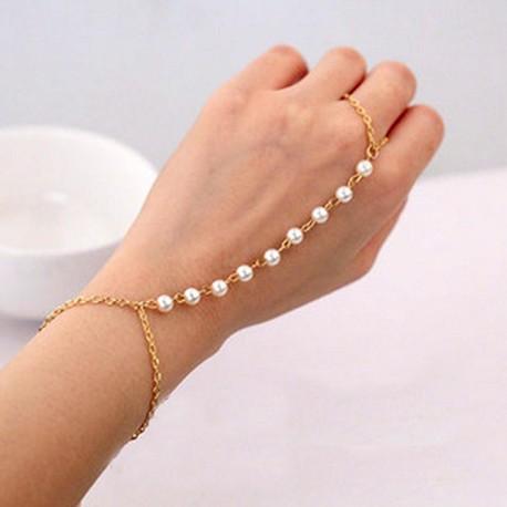Pulsera color dorada con perlas