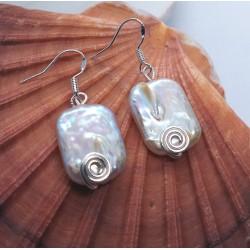 Pendientes artesanos elaborados con grandes perlas Barroco