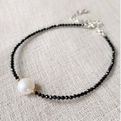 Pulsera estilo minimalista de obsidiana facetada y de perla Barroca