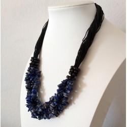 Collar con piedras naturales Sodalita con detalles negros