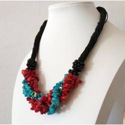 Collar con piedras naturales Turquesa y Coral con detalles negros