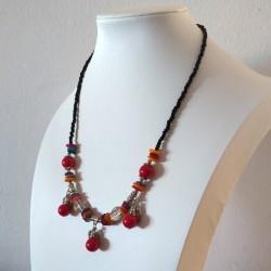 Collar de Coral y Conchas con Tres Hojas