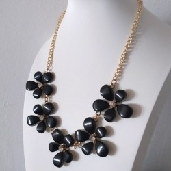 White or Black Flower necklace
