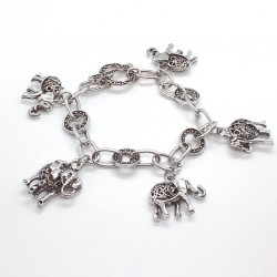 Pulsera en plata envejecida con colgantes de elefantes de la suerte