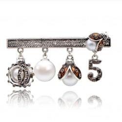 Broche con colgantes de mariquita con perla y número 5