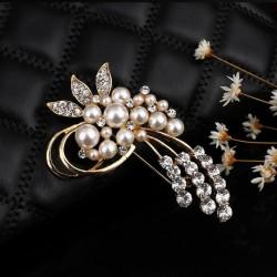 Broche dorado de manojo de flores con perlas y cristales