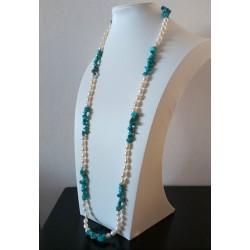 Collar largo con perlas de agua dulce y piedras de turquesa