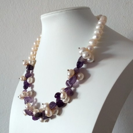 Short Freshwater White Pearl and Natural Amethyst Necklace