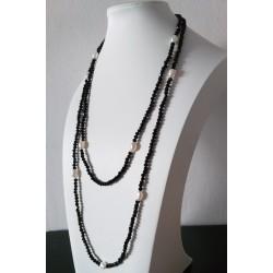 Collar largo de ónix negro facetado y perlas naturales