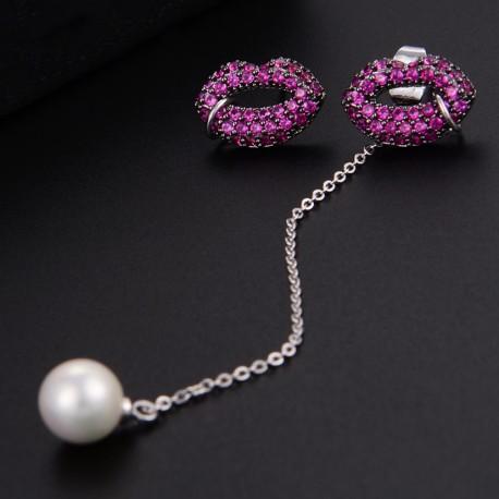Pendientes asimétricos de labios con cristales rosas y colgante perla