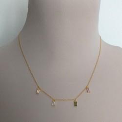 Collar estilo minimalista dorado con colgantes circonitas rectangulares